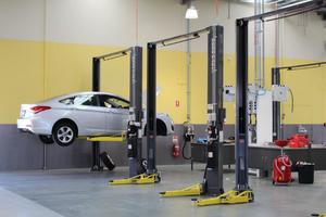 Automotive Service Repair Bay Two Post Lifts